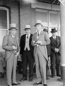 Men's_and_women's_fashion,_Sydney_Cup,_Randwick,_1937,_March_1937_Sam_Hood